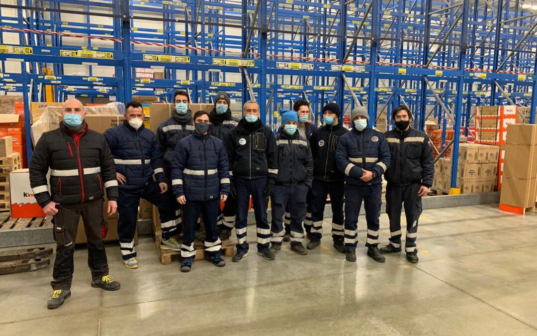 Il nostro Team del Magazzino di Ascoli. Squadra con gli addetti alla logistica per una gestione infallibile del magazzino